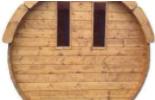 Divi logi uz aizmugurējās sienas